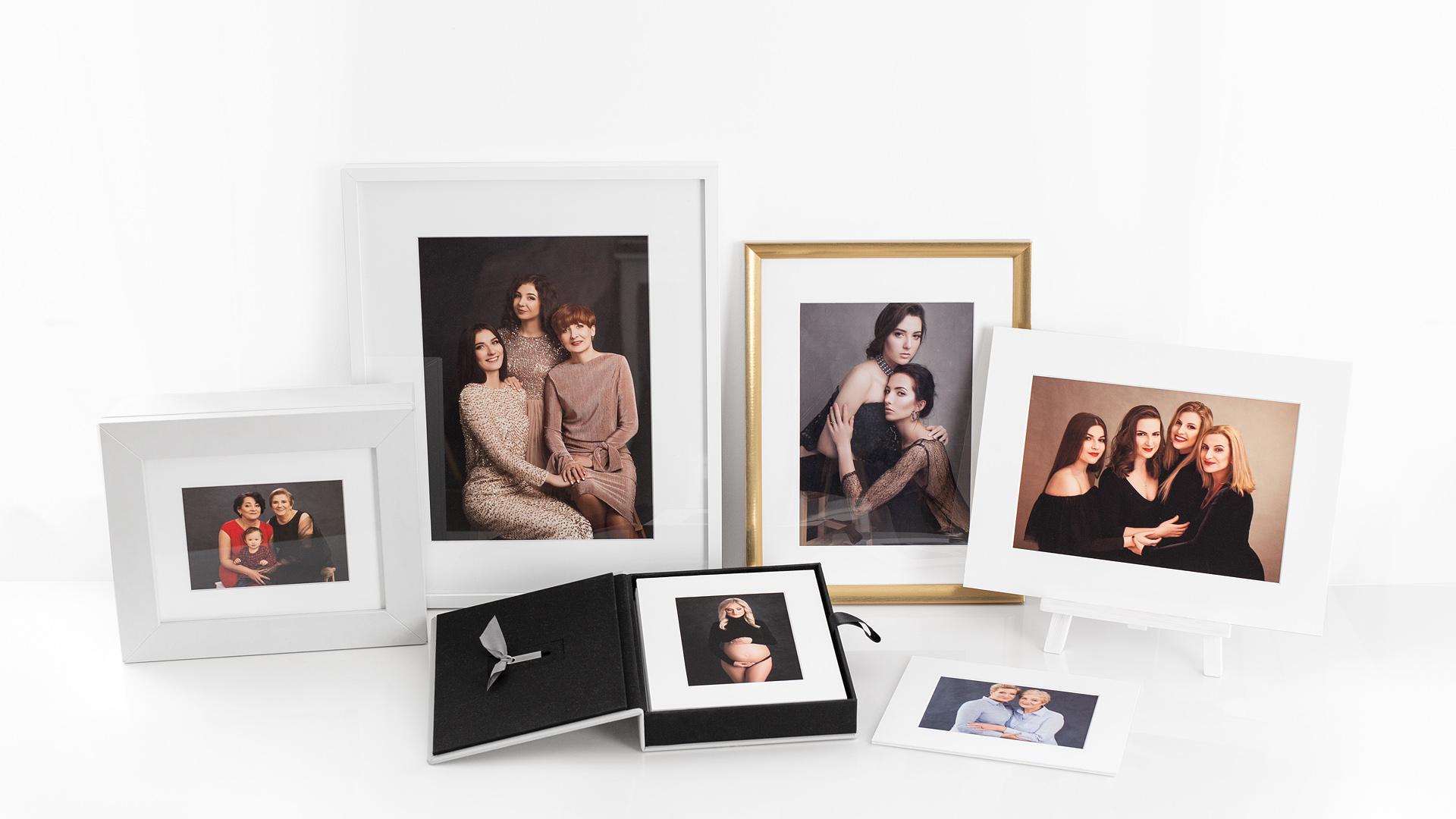 Wydrukowane, oprawione rodzinne fotografie fine-art i pudełka na zdjęcia.